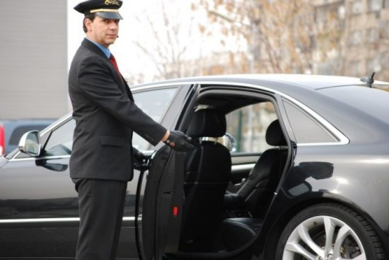 Elite Limo Delivers Affordable Chauffeur Service In Boston And Overseas Our Chauffeurs Are Highly Experienced Luxury Car Rental Chauffeur Chauffeur Service