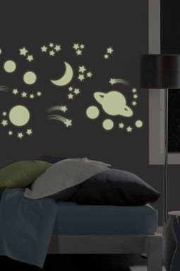 Charmant Outer Space Glow In The Dark Wall Stickers