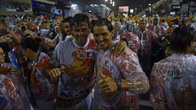 Rafael Nadal desfiló con la escuela de samba Unidos do Viradouro, una de las más tradicionales de Brasil, en el Carnaval de Río de Janeiro. El número tres del mundo cumplió así uno de sus sueños. Feb 15, 2015.