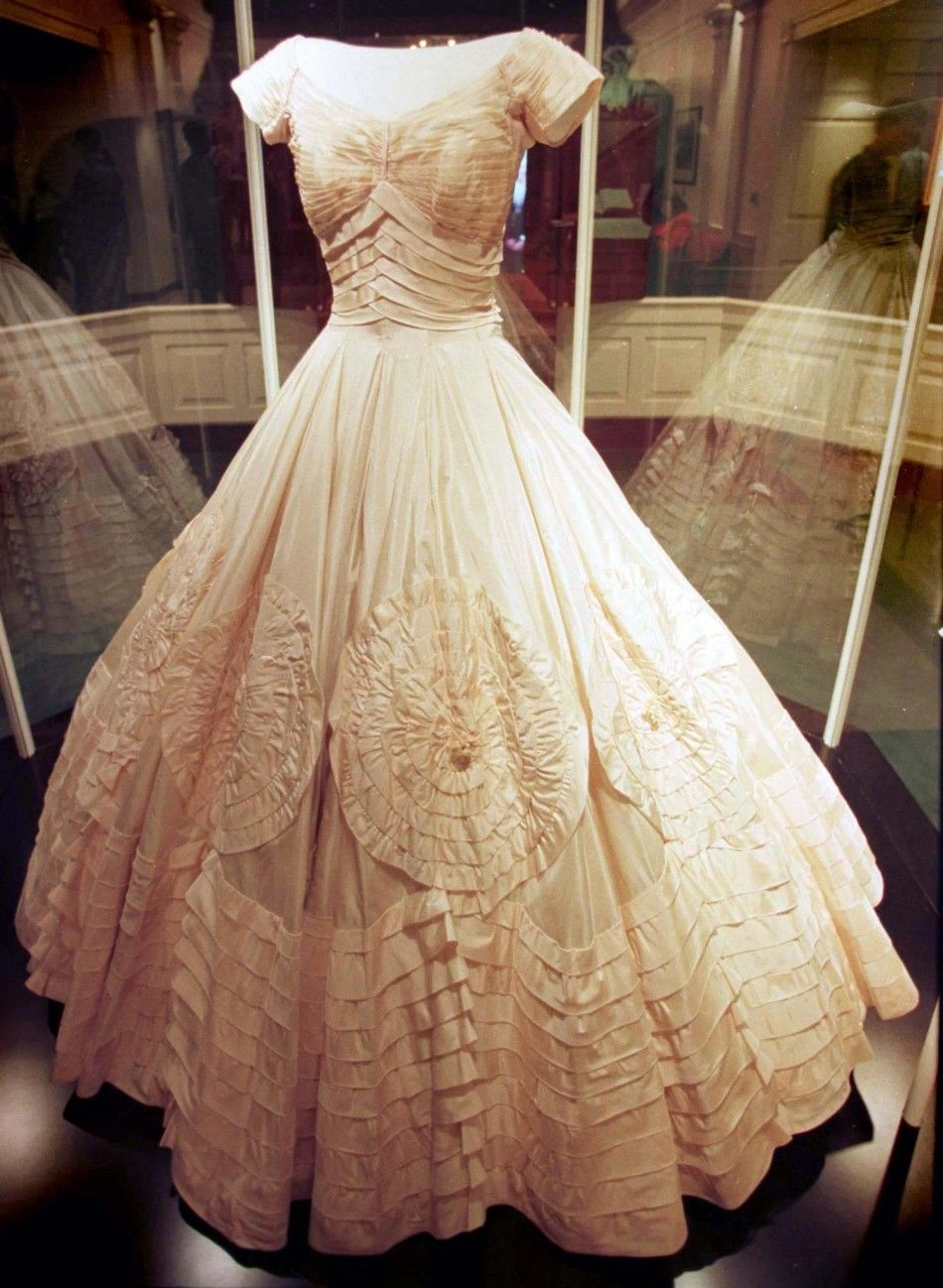 Super Jackie Kennedys Wedding Dress Stunning Jackie O Fashion Hairstyle Inspiration Daily Dogsangcom