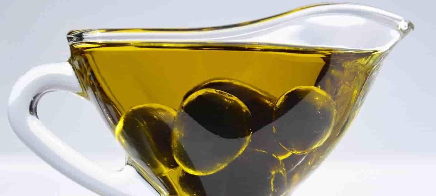 أفضل 18 خلطة للوجه بمكونات طبيعية وسهله جدا مجلة العزيزة Olive Oil Benefits Home Remedies For Face Olive Oil For Face