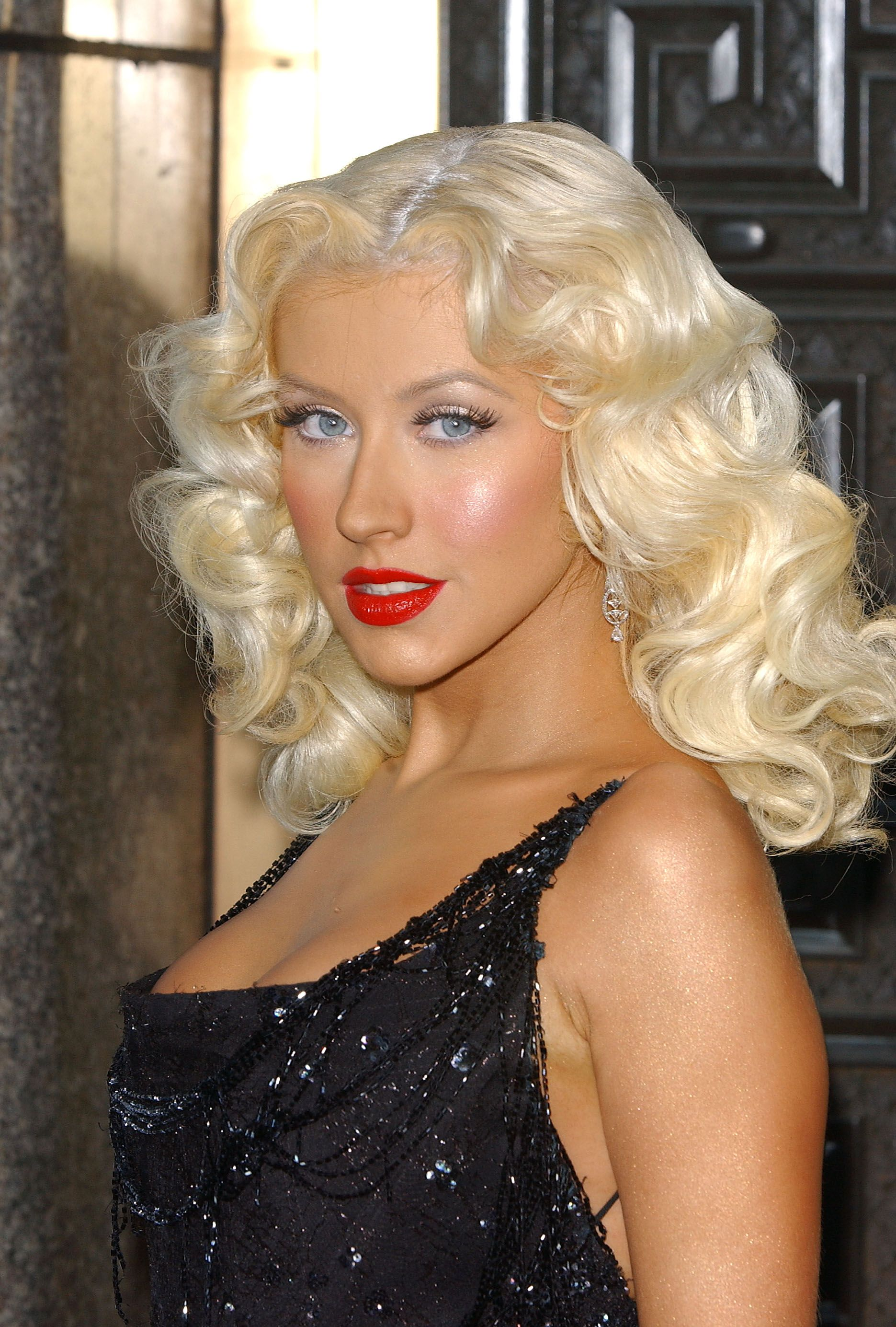Aguilera Christina short 40s hairstyle pictures forecasting to wear in summer in 2019