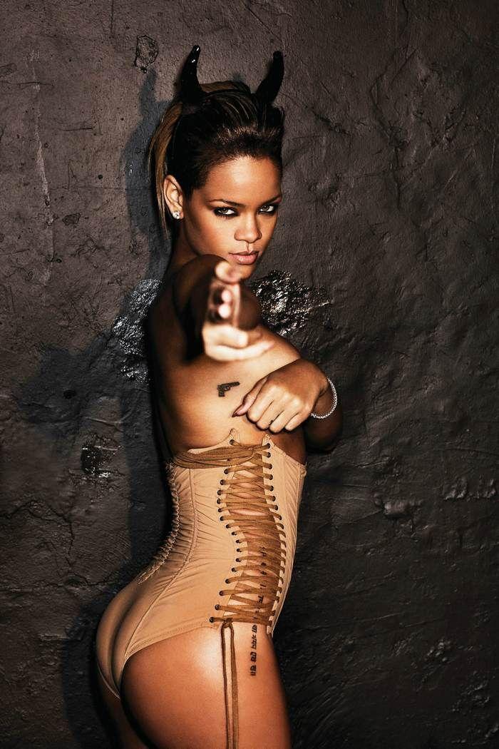 JULES FASHION: ⚡ Rihanna Rated R photoshoot by Ellen Von Unwerth ⚡