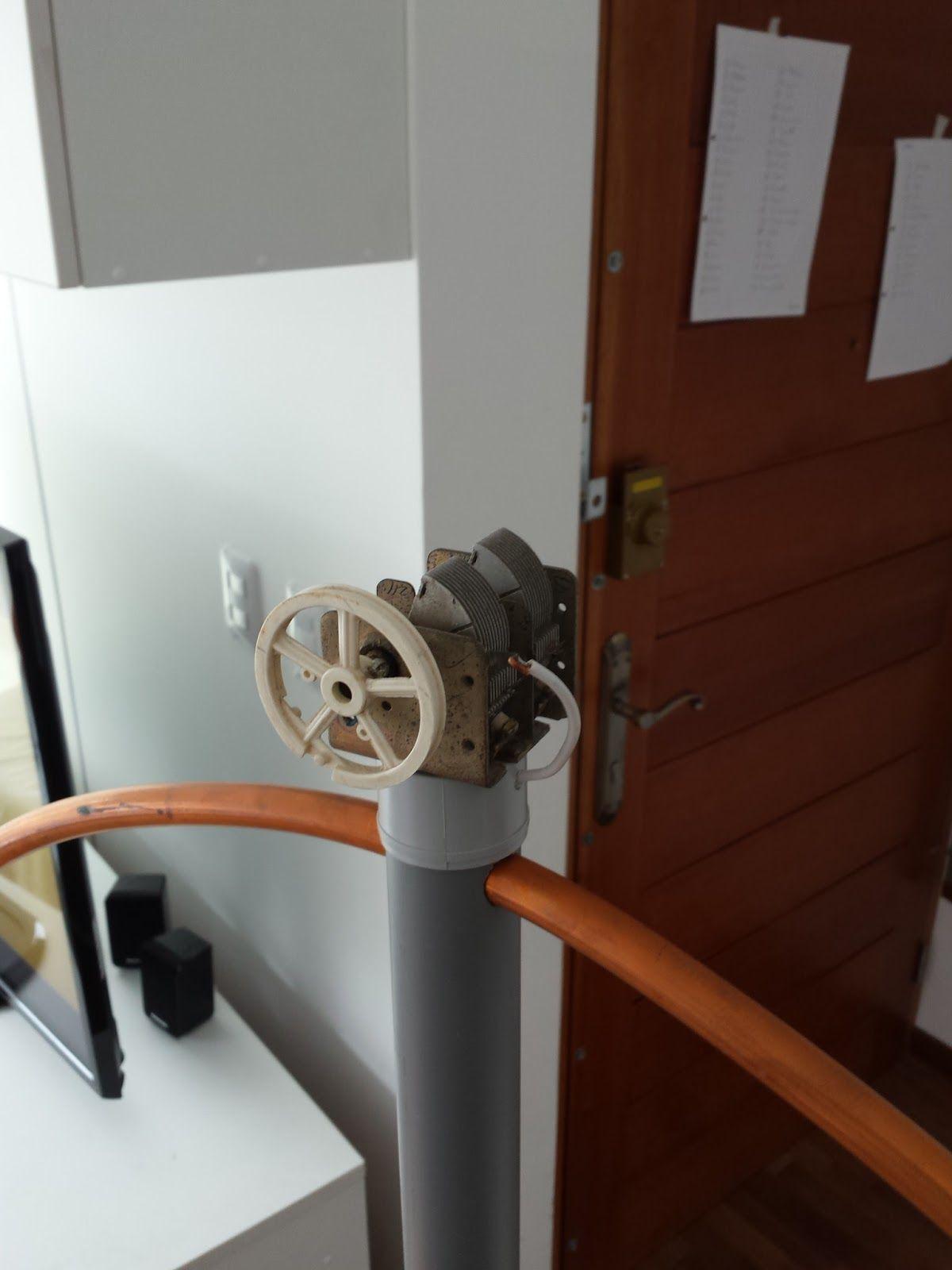 Mi hijo Adriel, presentando la antena de aro magnética.     Yo vivo en el segundo piso de un edificio de departamentos, así que no tengo ...