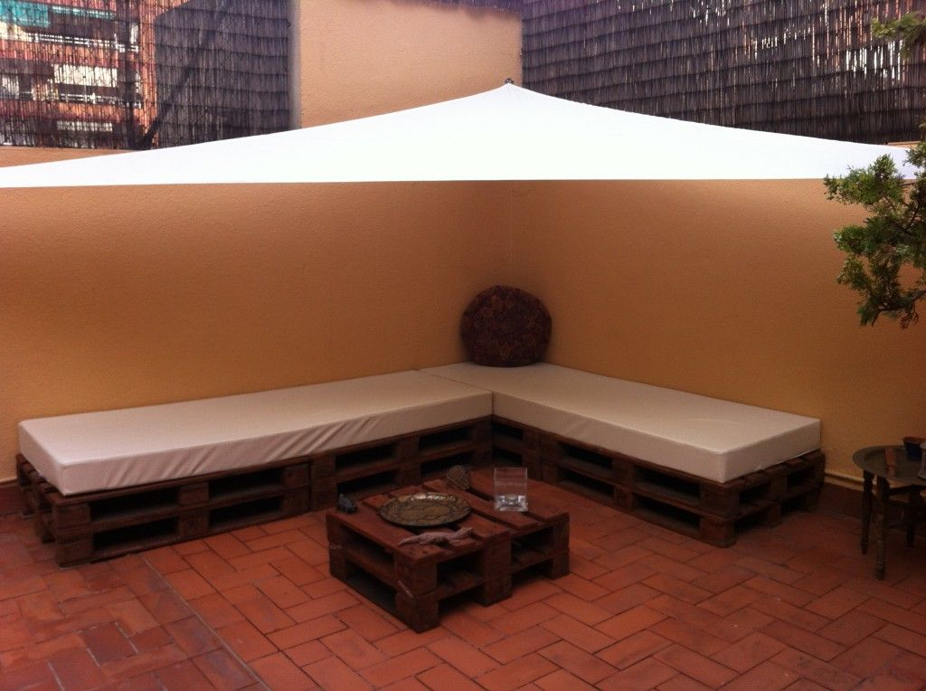 Decoraci n de terrazas y jardines con palets reciclados for Palets decoracion jardin
