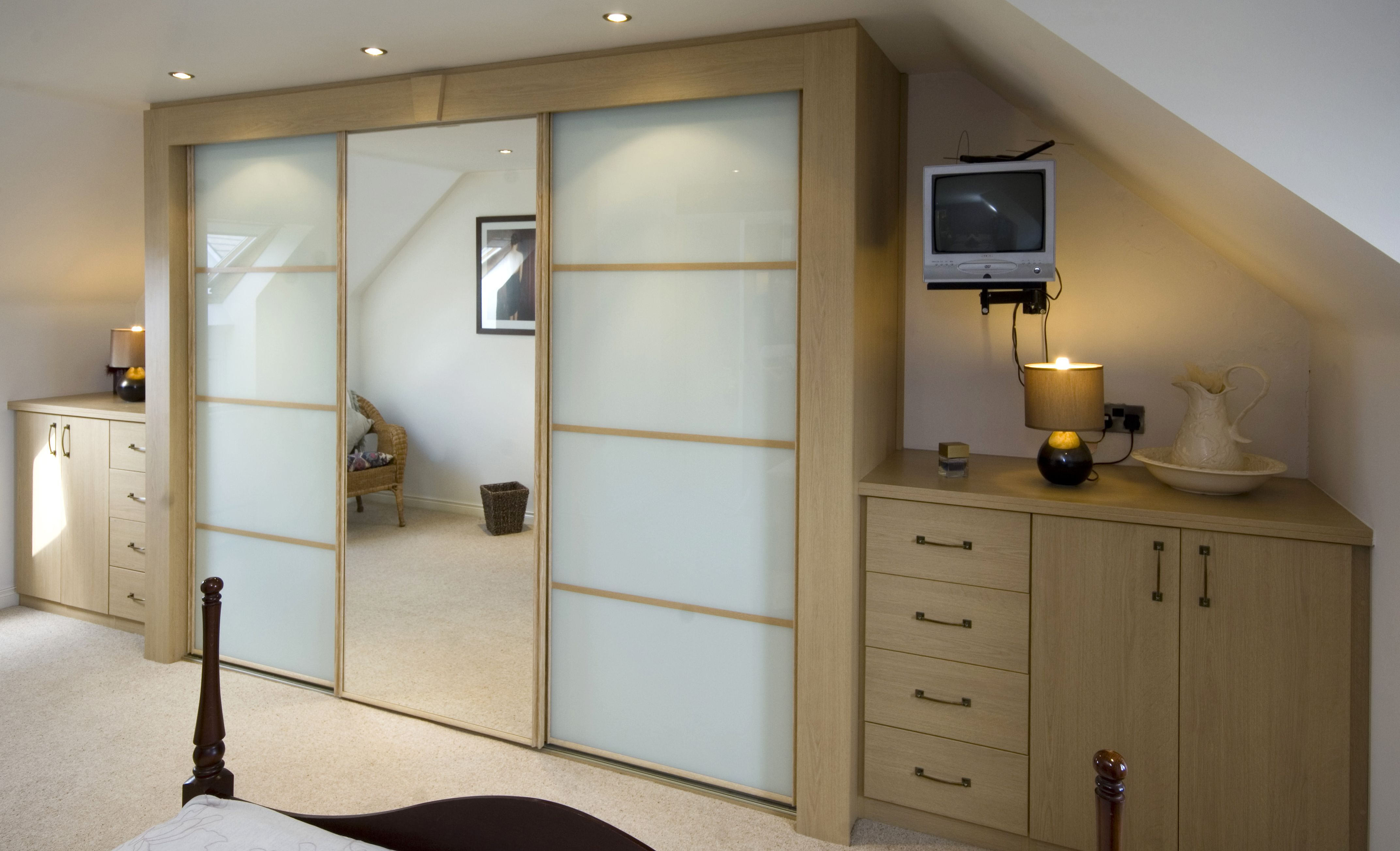 Oak sliding wardrobe and furniture sliding wardrobe in mirror and ...
