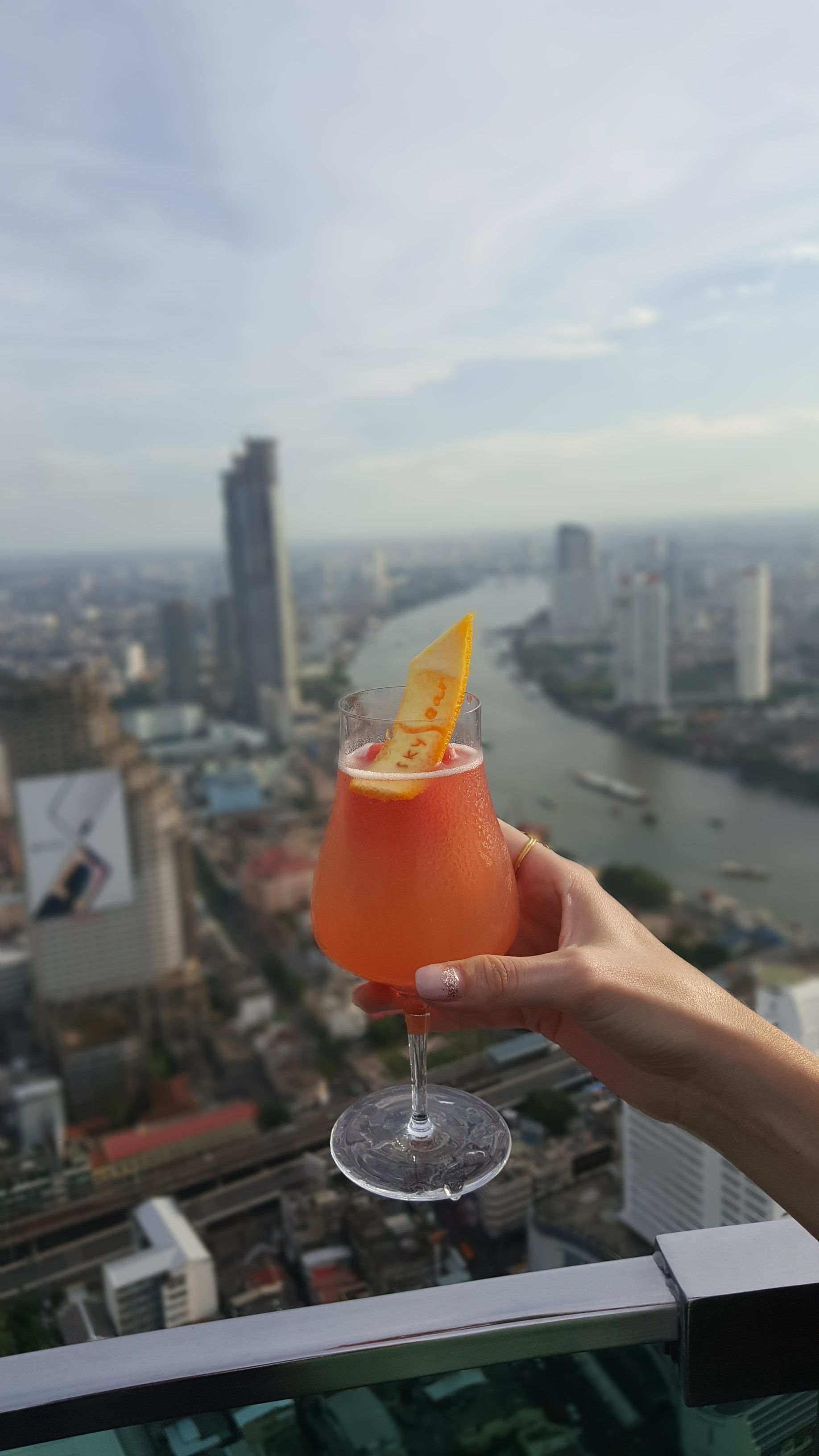 Cheers to the beginning of a delicious evening! | Sky bar ...