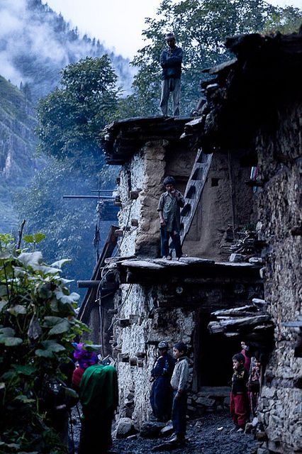 Kermi With Traditional Roof Ladders Himalayas Himalayas Mountain Travel Around The World