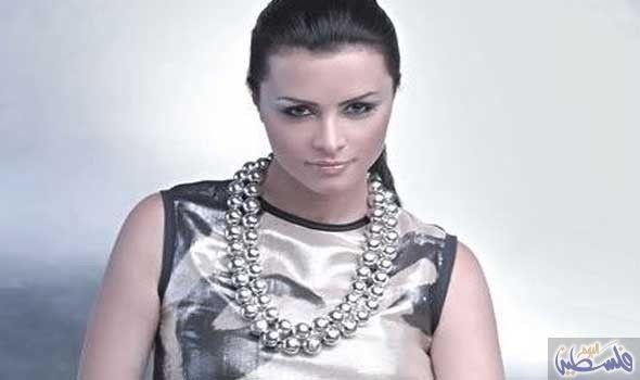 اللبنانية نور تؤكد أنها تمنت أن تكون رسامة Chain Necklace Necklace Chain