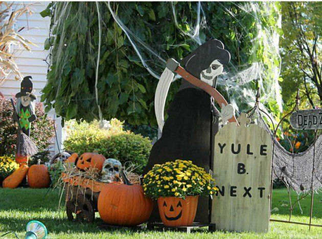 16 Astounding DIY Outdoor Halloween Decorations That You Must See - how to make halloween decorations for yard