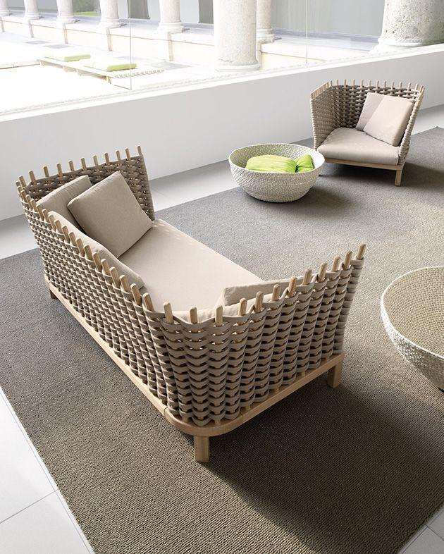 hollywoodschaukel reloaded in der luft h ngen mit paola lenti house and home. Black Bedroom Furniture Sets. Home Design Ideas