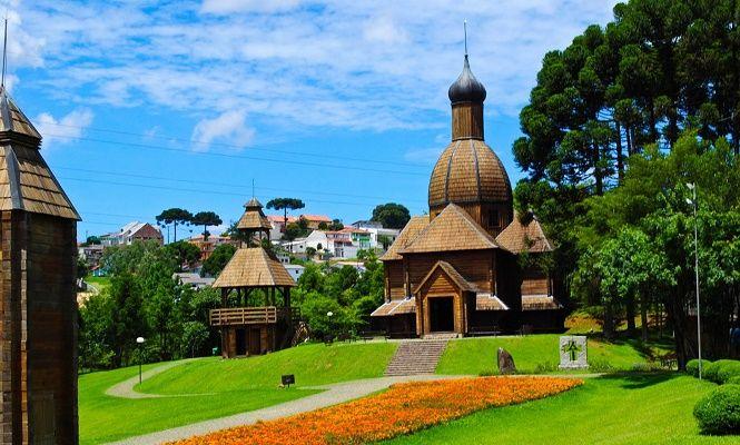 Curitiba - Paraná.  Vale umas boas férias.