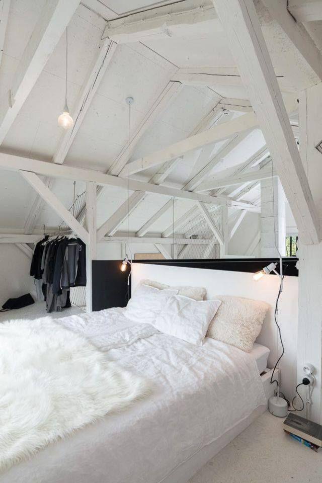 Une chambre sous les combles toute blanche | Chambre | Pinterest ...