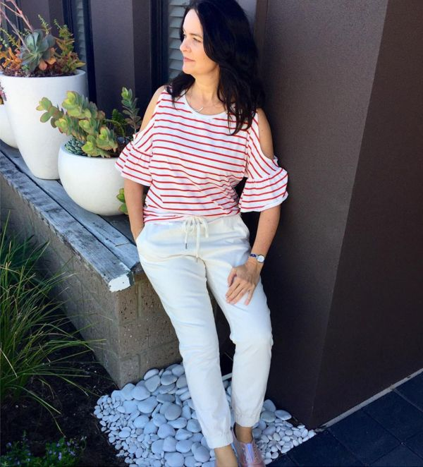 a062b1b617f59 cold shoulders with white pants
