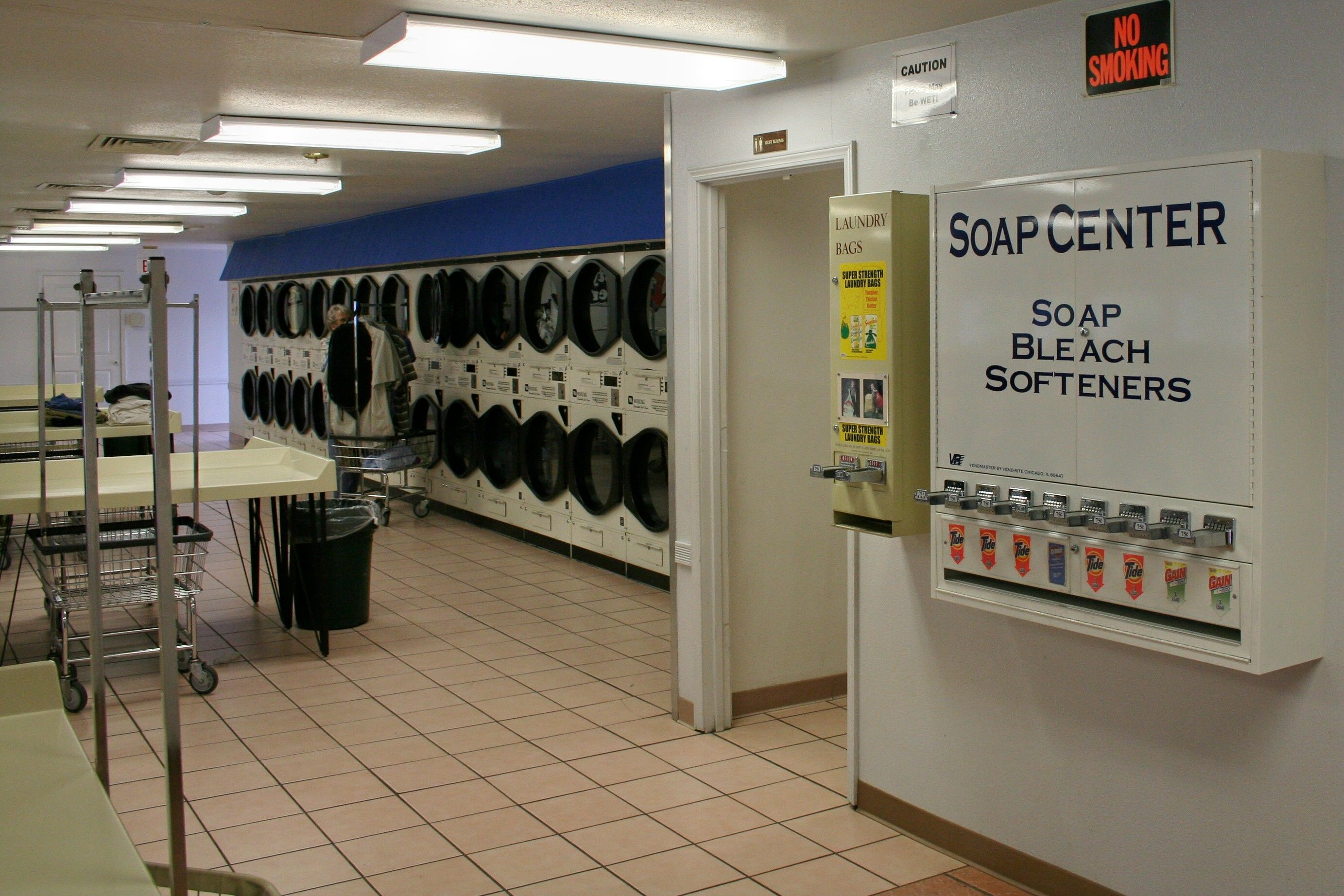 Coin laundry near me