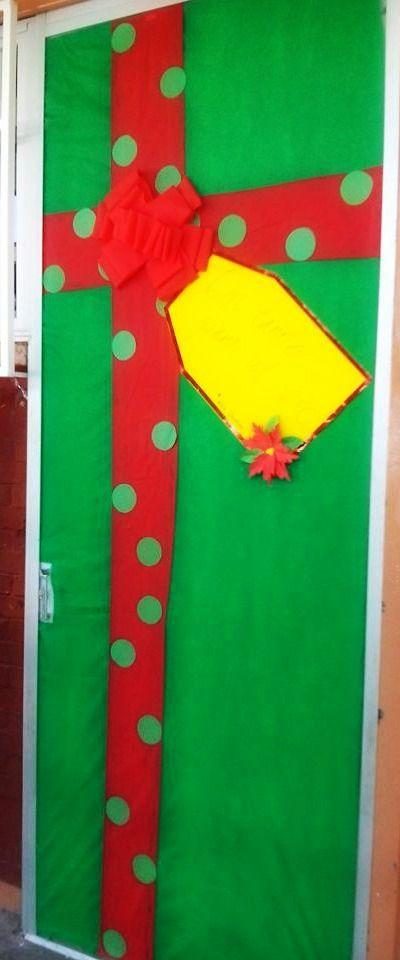 Puerta de regalo navide a puertas decoradas pinterest for Puertas decoradas enero