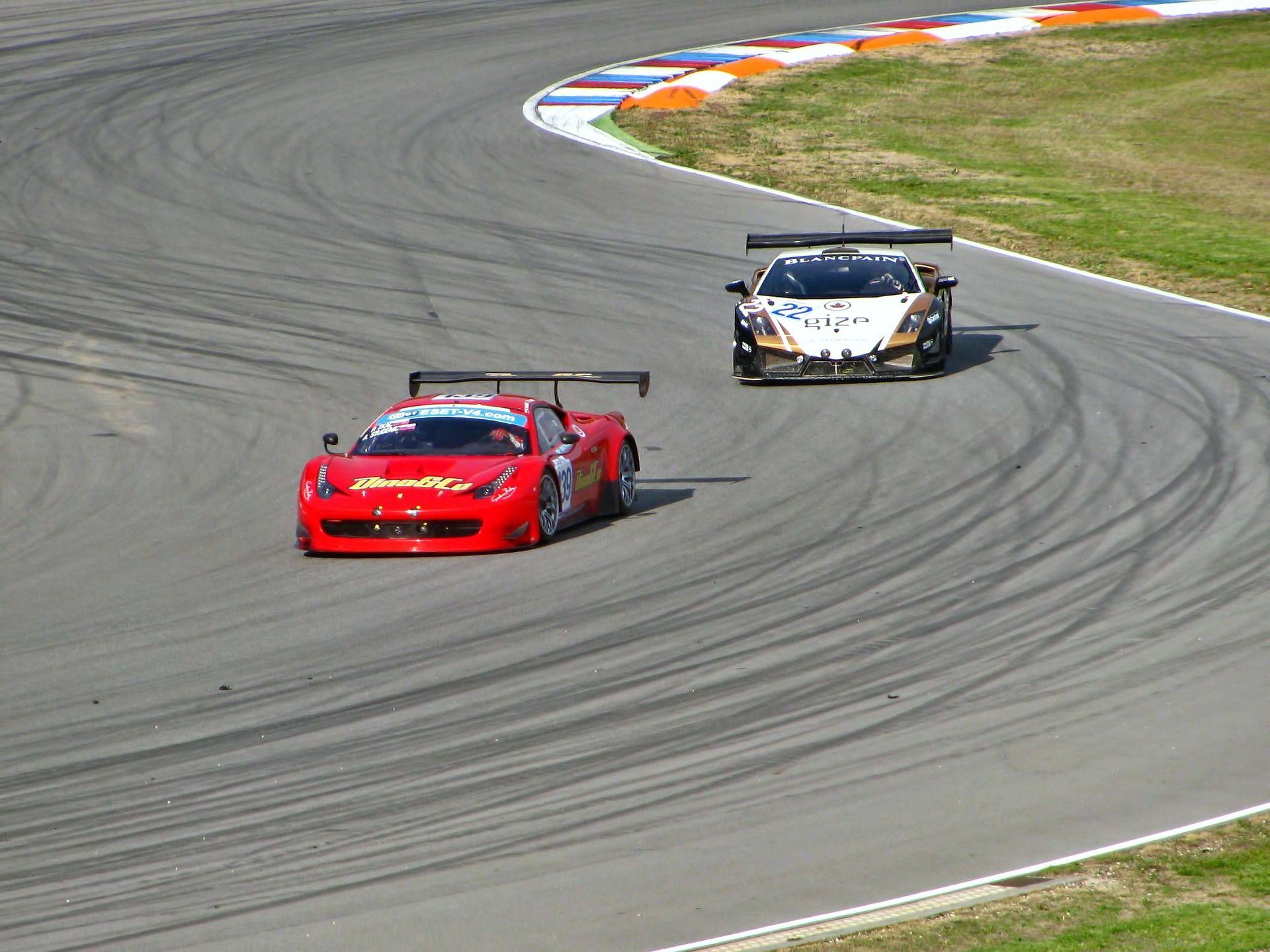 Guida una Ferrari su pista con Smartbox Ferrari, Auto e