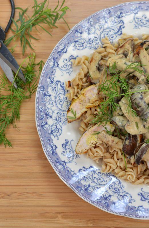 Kalkoenlapje met shiitake, volkoren pasta en een lichte dragon-roomsaus