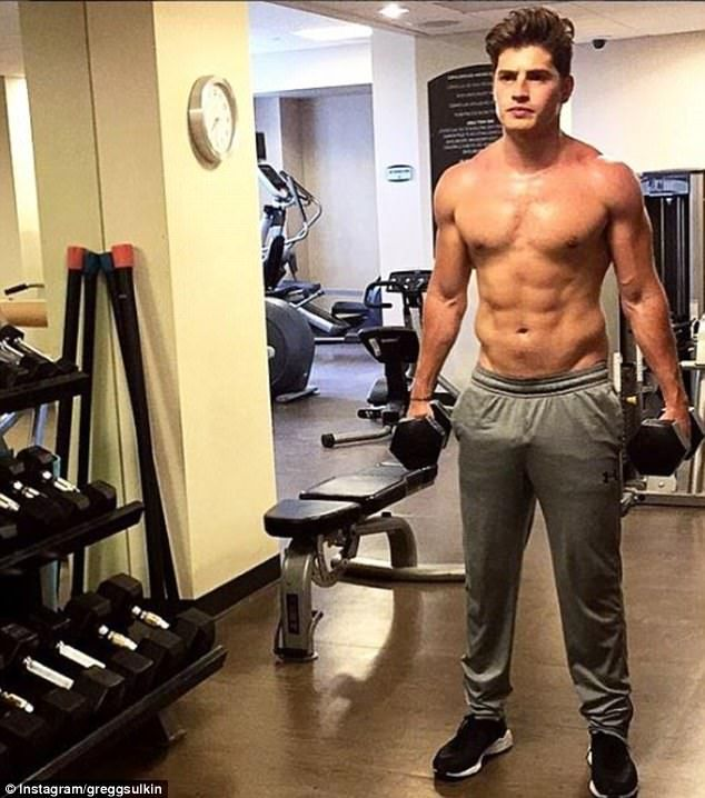 Gregg Sulkin shows off ripped torso as he works out