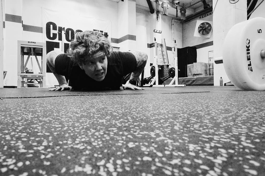 "The wod was called ""left for dead"" #burpeessuck  #cfswe #strongerthanyesterday #nextlevelfitnessfocus #poweredbycrossfituppsala #crossfiteken #cardio #tyngre #gainz #inkedfitness #androgynous #bodybuilding #crossfit #stark #träna #träningskavarakul #movinghabit #swoleandflexy"