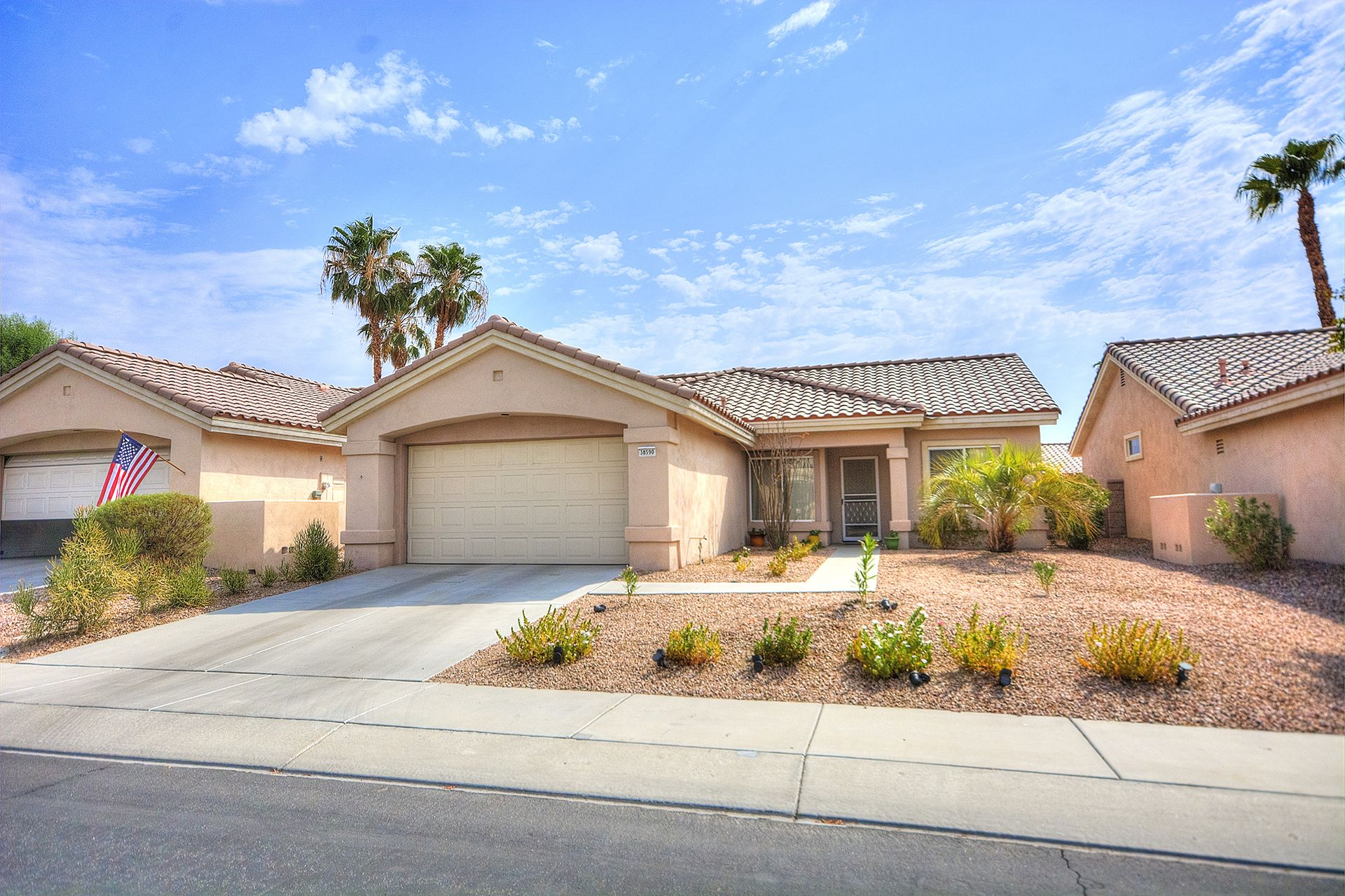 SUN CITY PALM DESERT Charming home with 2 bedrooms, 2