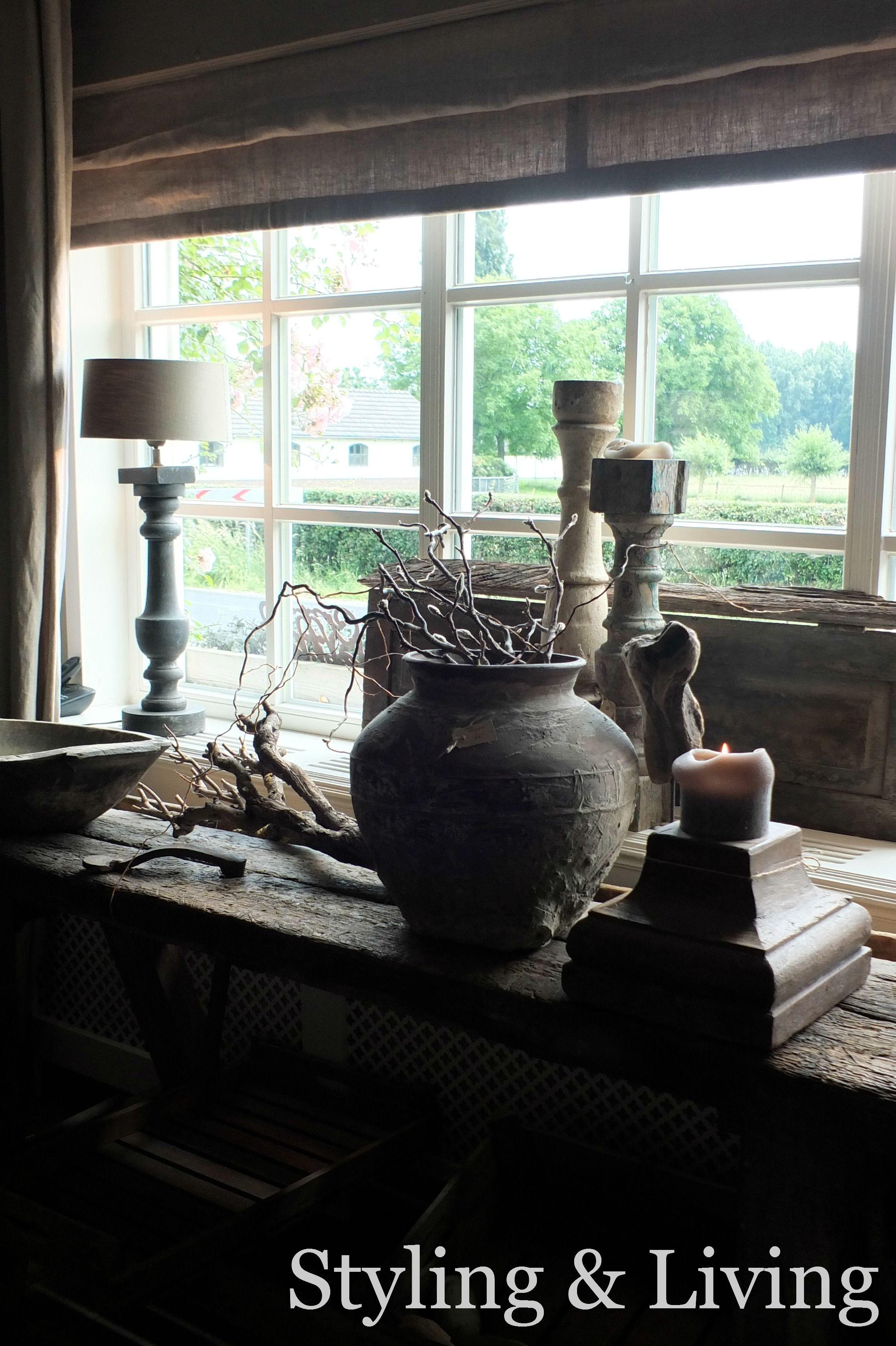 Landelijk hoekje het raam met stoere en robuuste for Hangdecoratie raam