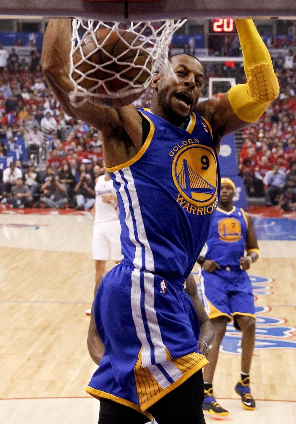Golden State Warriors Forward Andre Iguodala Dunks Against The Los Angeles Clippers During The Warriors Basketball Golden State Warriors Basketball Players Nba