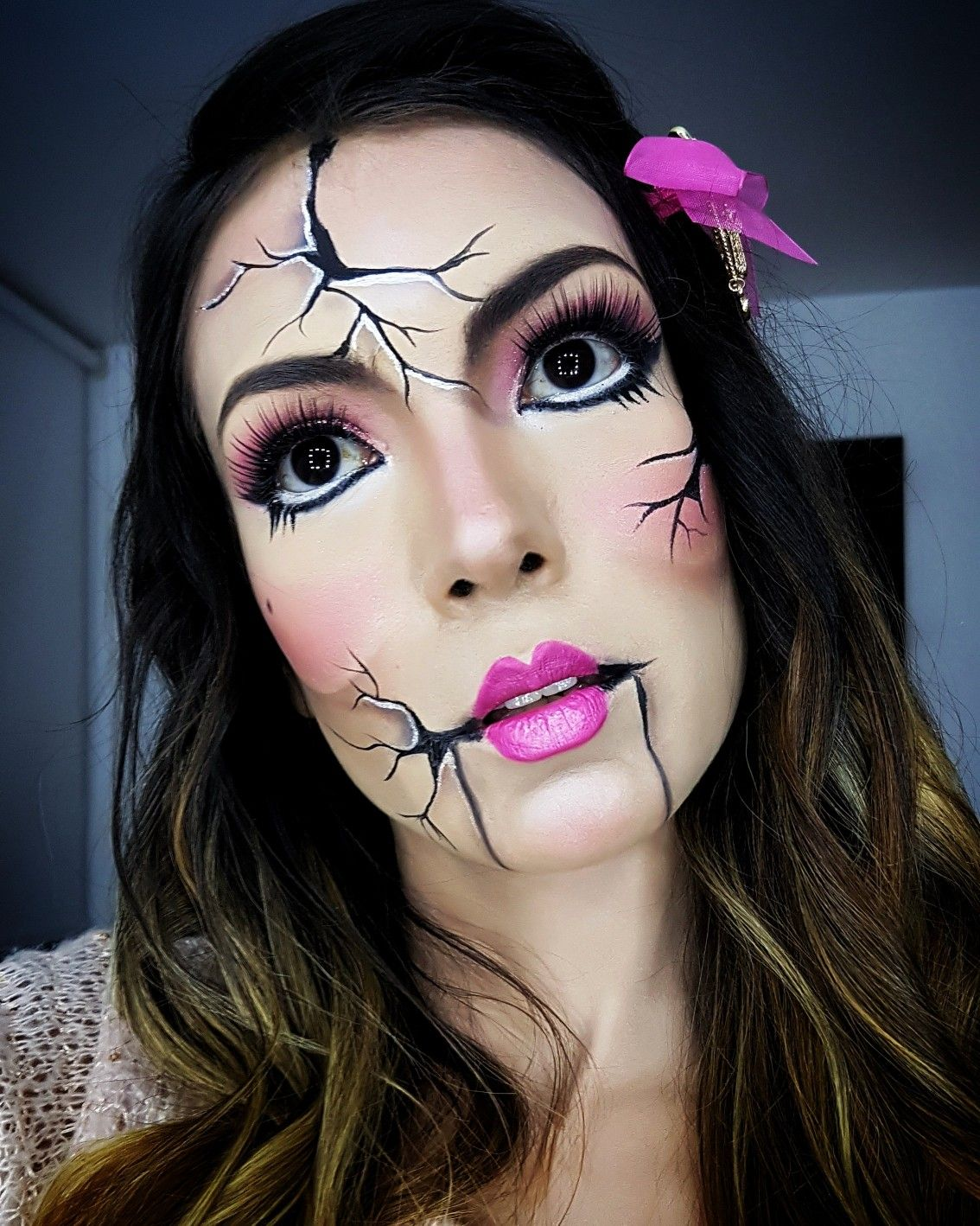 Broken doll halloween makeup by wakeupbeauty10z en IG
