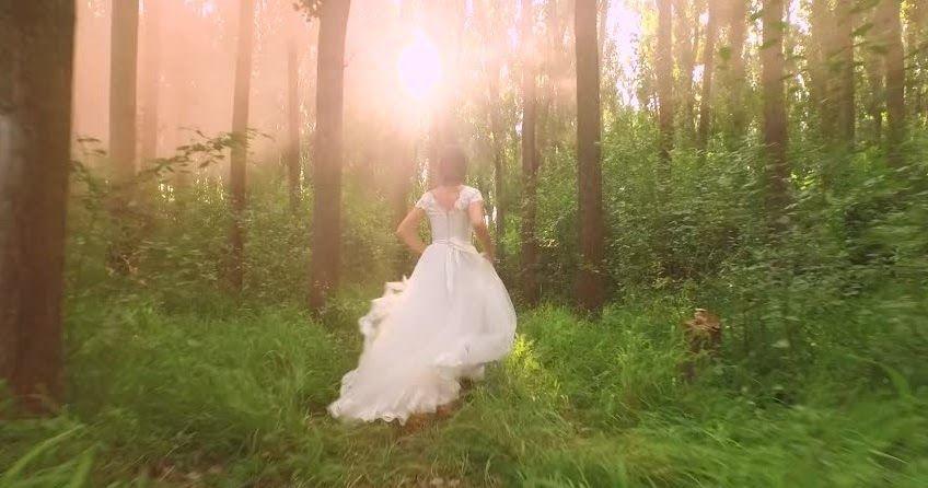 محتويات 1 تفسير حلم أنك ارتديتي ثوب أو فستان زفاف وأنت متزوجة في منام الرجل 2 تفسير حلم أنك ارتديتي ثوب أو In 2020 Beautiful Bride Beauty Hacks Video Beauty Videos