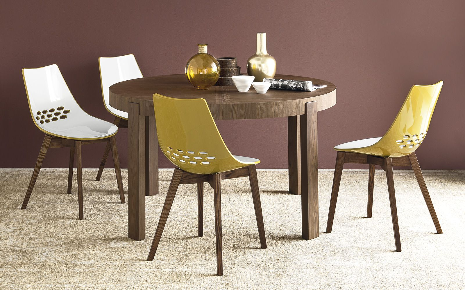 The jam w wooden chair by calligaris comes in a range of finishes