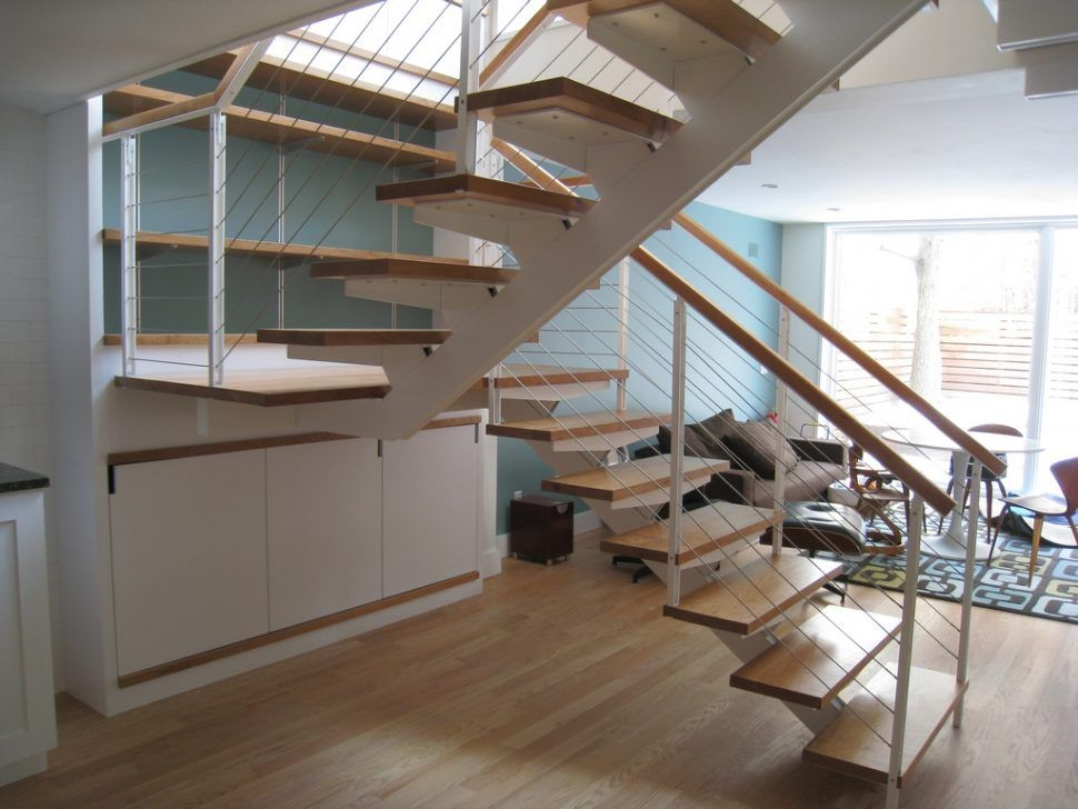 Best Interior Center Stringer Stair With Wooden Steps And Wire 400 x 300