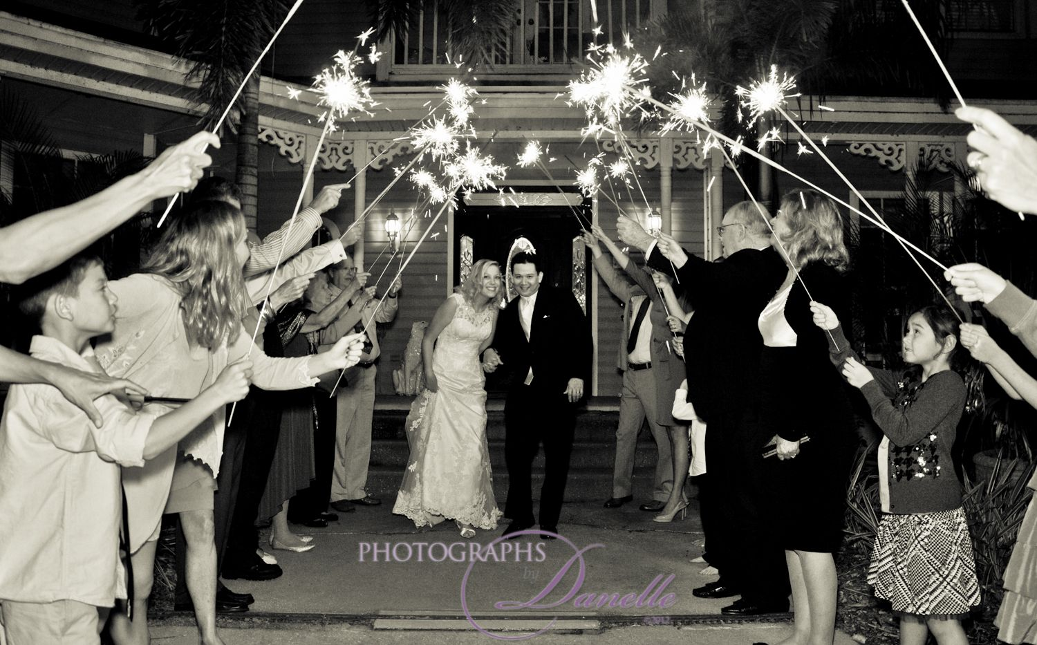 "Shinning Moment! ""Sparkler Wedding Ending"""