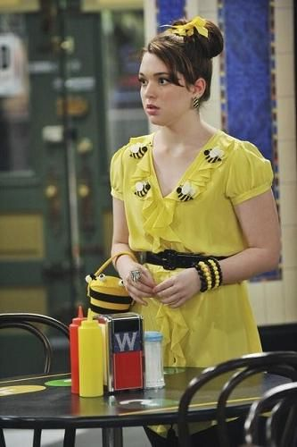 2d5f5b212bac63 Jennifer Stone as Harper Finkle   characters' stylings   Wizards of ...