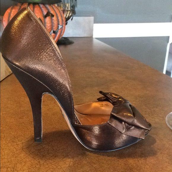 Hp 2 20 Badgley Mischka Bronze Bow Shoes 7 5 Only Worn