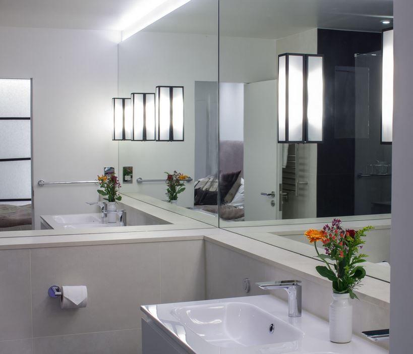 10 rooms with a mirrored wall minimalist bathroom on mirror wall id=29680