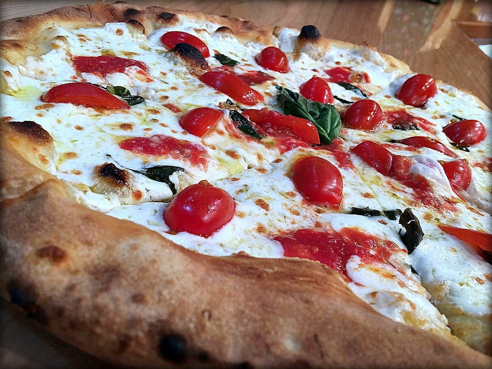 Pizza Mozzarella Pachino Basilico 02 Le Sorelle Italian Restaurant Pizza Wine Bar Boca Raton Italian Restaurant Authentic Italian Pizza Food