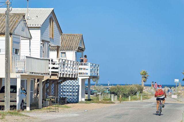 les chalets gruissan gruissan ses plages pinterest gruissan le chalet et chalet. Black Bedroom Furniture Sets. Home Design Ideas