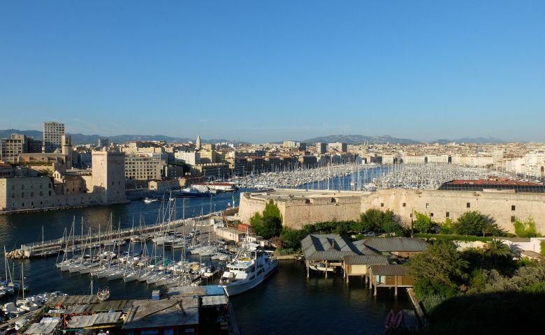 Le vieux port ensoleillé