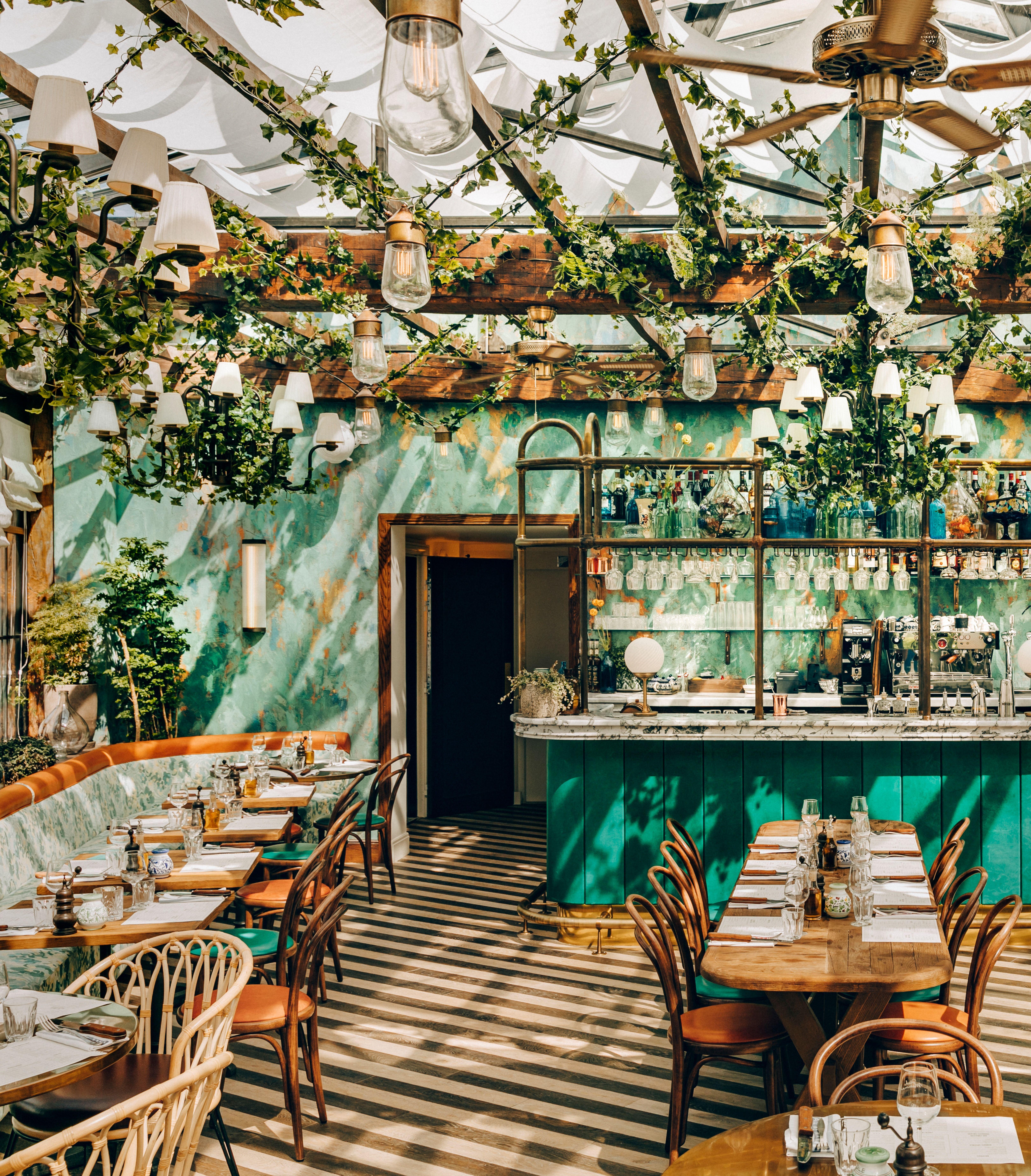 Paris Trois Tables Qui Mettent A L Honneur Le Meilleur De L Italie Page 2 Of 3 Ideat Design Interieur Restaurant Idee Deco Restaurant Design De Cafe