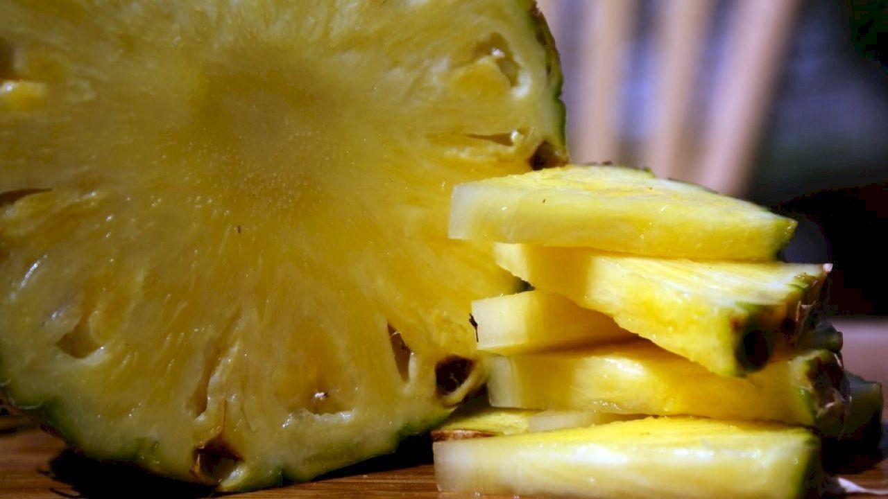 طريقة تقشير الاناناس Pineapple Benefits Banana Healthy Pineapple Health Benefits