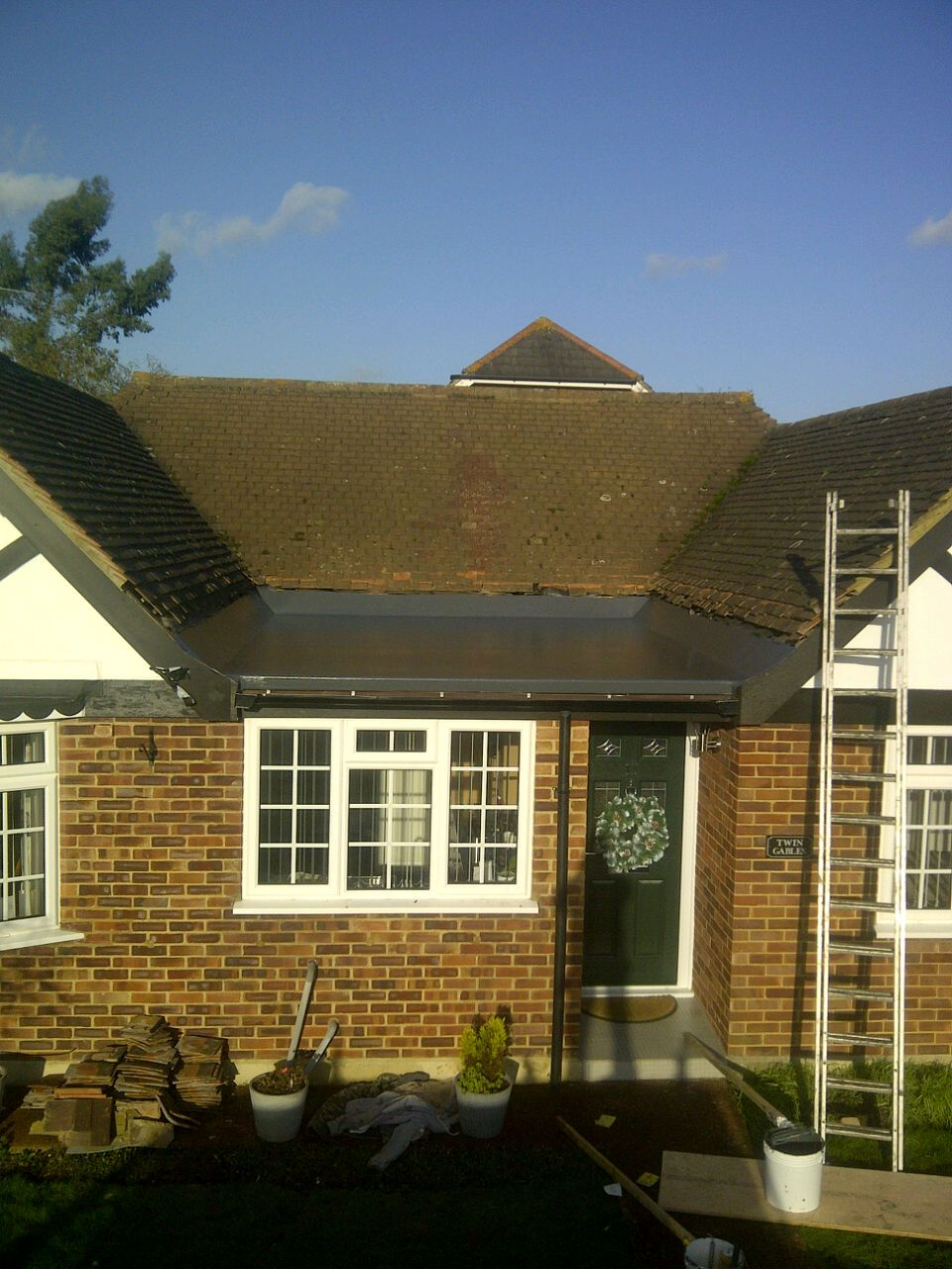Best Grp Flat Roof Finished In Graphite Grey Flat Roof Roofing 400 x 300