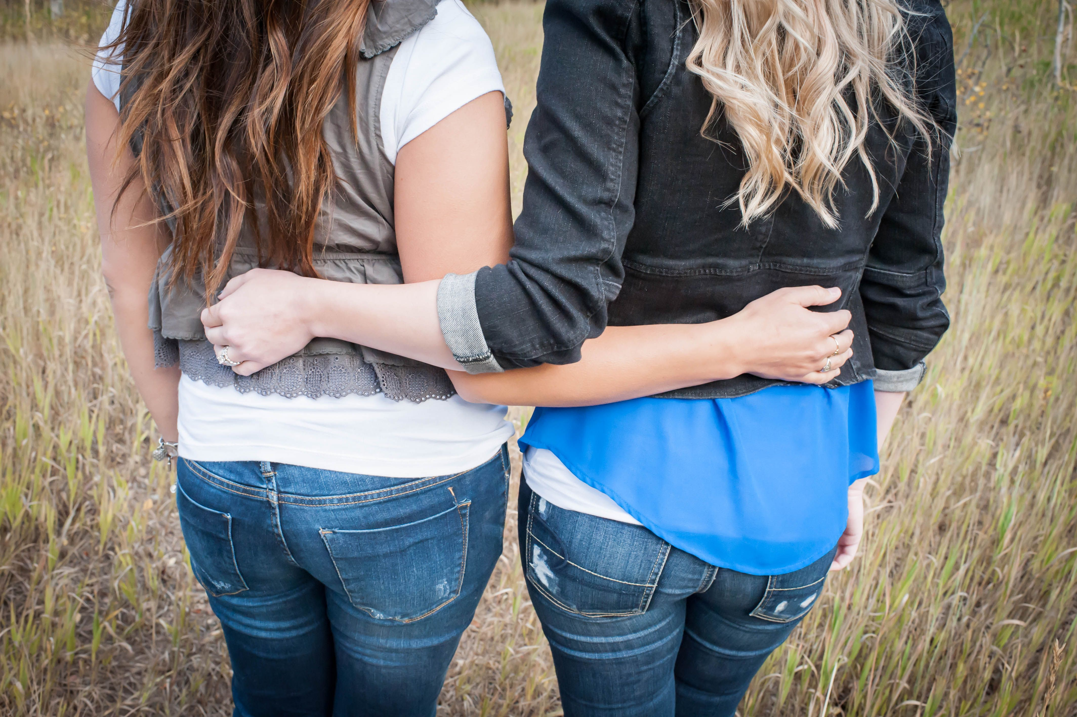 Photography. Sisters. Brunette. Blonde.