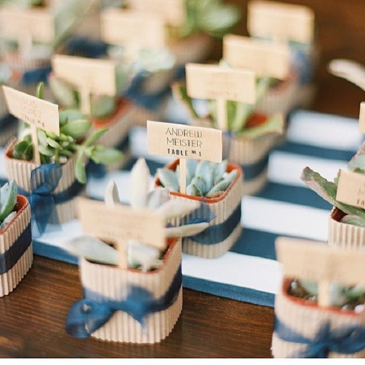 Cute wedding escort cards and favors #weddingfavors #escortcards