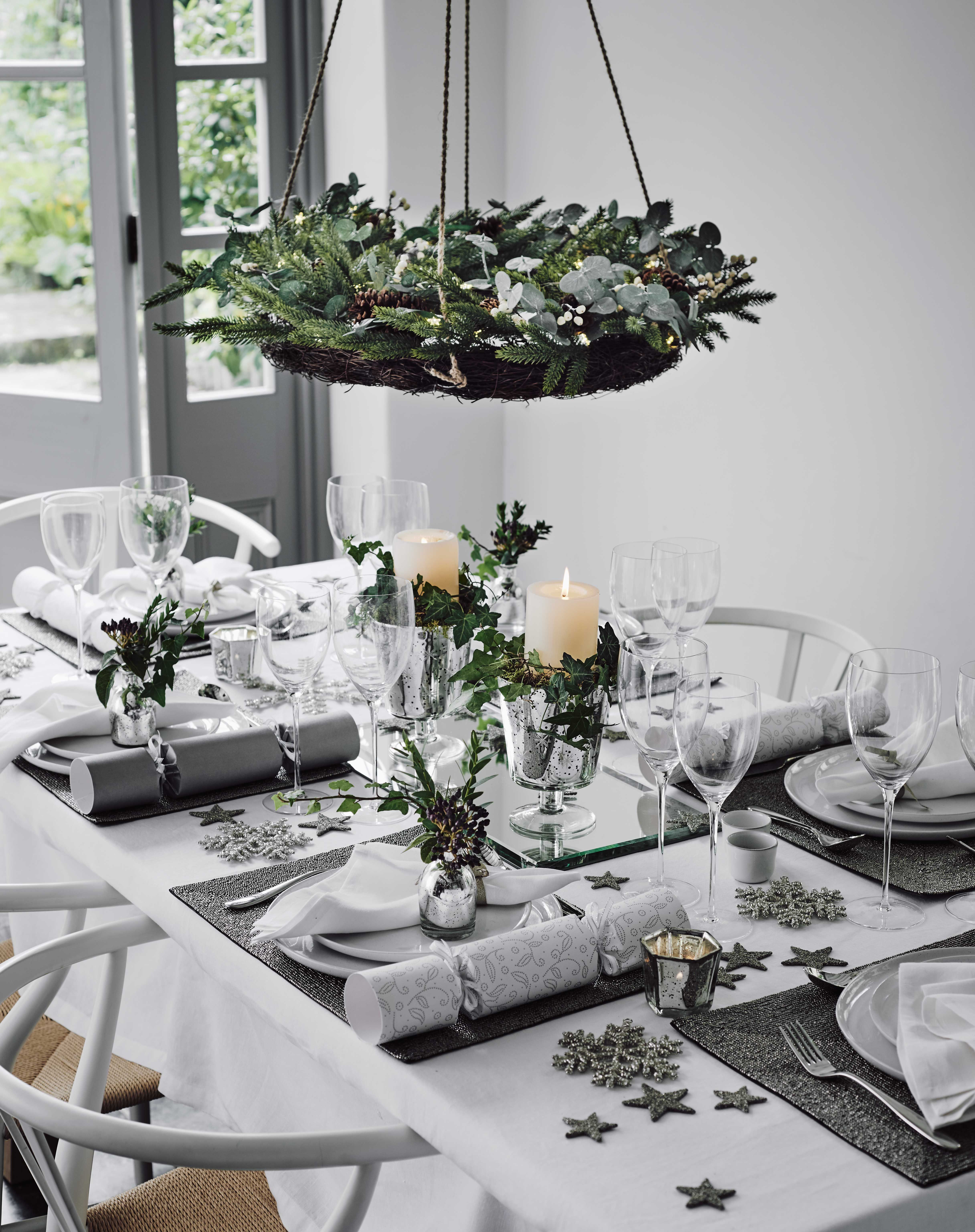 beautiful ways to decorate your christmas table christmas interiors decorating ideas red online red online - Christmas Dinner Table Decorations