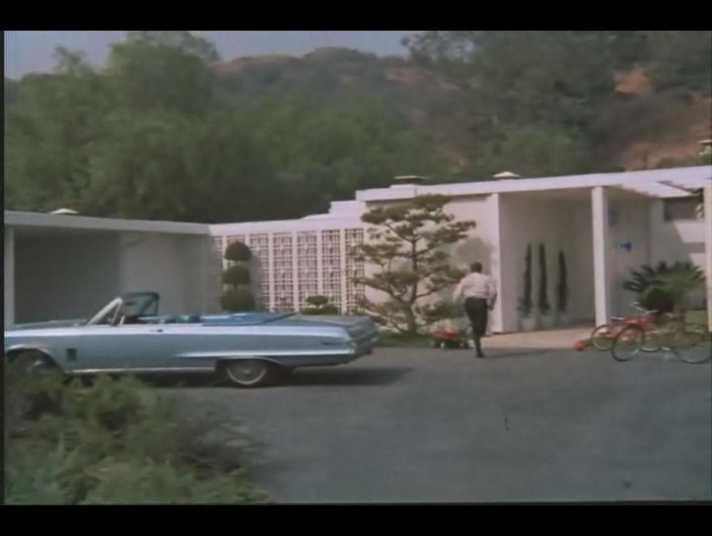 Mike and carol bradys homes from the pilot episode of the brady bunch