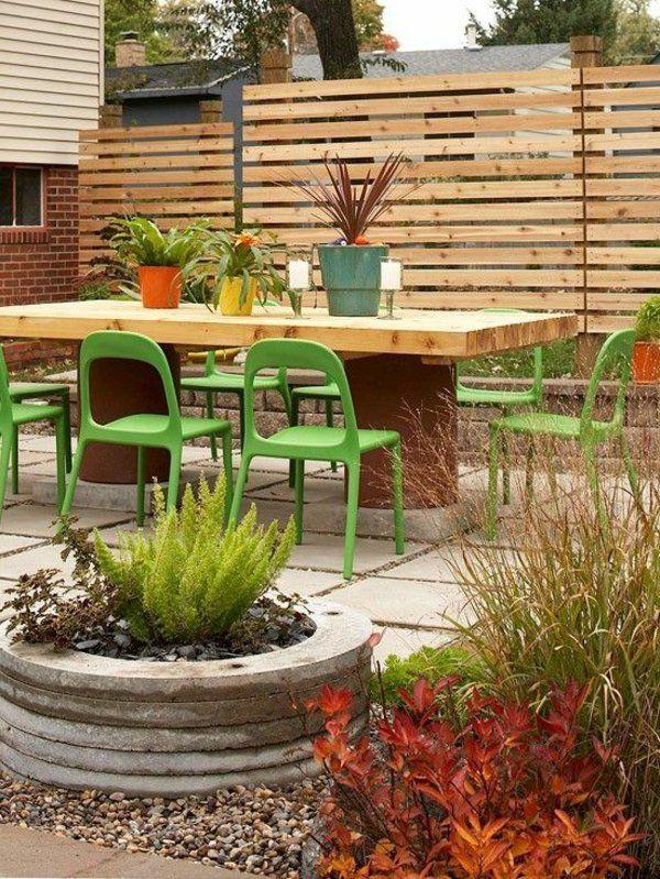 panneau occultant de jardin en bois, une grande table en bois