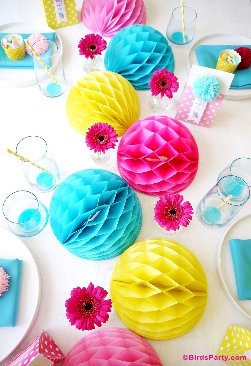 Idees De Fetes Inattendues Avec Honeycomb Balls Mother S Day Diy Diy Party Decorations Mother S Day Colors
