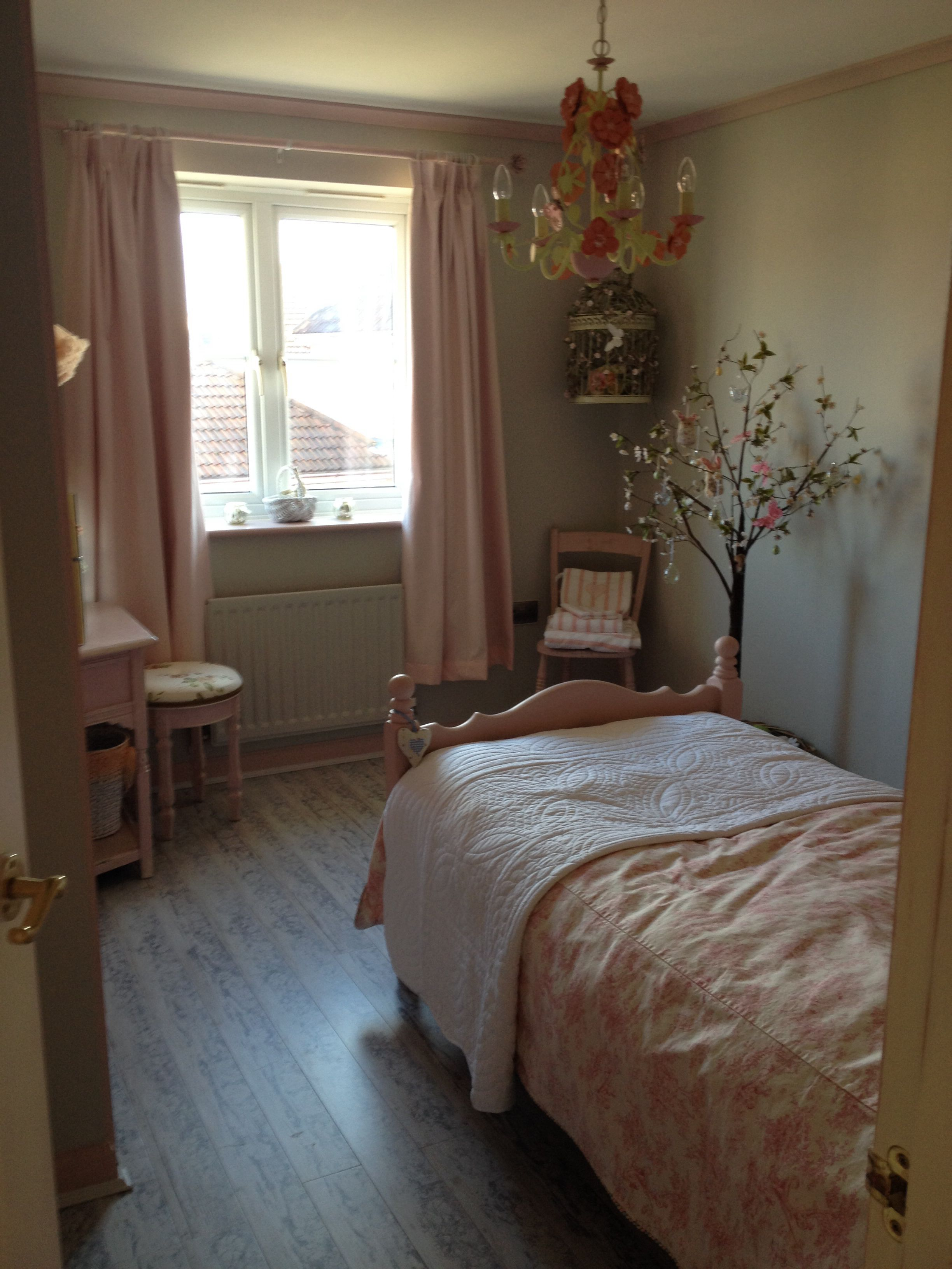 Pretty little girls room shabby chic diy for the home - Little girls shabby chic bedroom ...