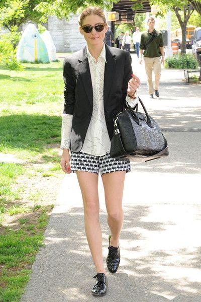 在工作場合當中,短褲也許看起來很難駕馭,但是Olivia Palermo卻搭配得恰到好處,用俐落且結構性外套襯出時尚專業感。