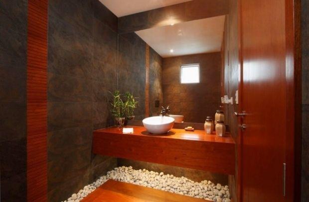 design-salle-bain-exotique-galets-pierre-bois-vasque-porcelaine ...